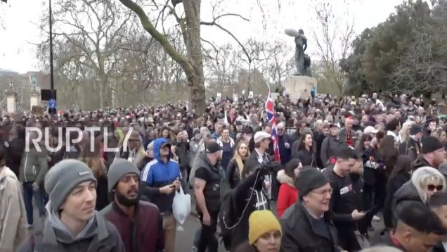 UK: Thousands march in London against COVID restrictions