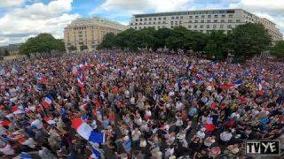 Manifestations massives contre le pass sanitaire à Paris – 31 juillet 2021 [VUE AÉRIENNE][4K]