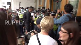 UK: Anti-vax protesters scuffle with police at govt building in London