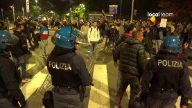 No Green Pass, ancora tensione: blocco polizia Foro Bonaparte
